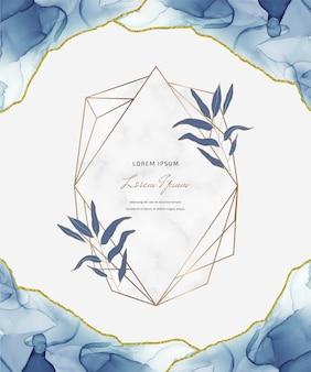 幾何学的な大理石のフレームと葉を持つ青いアルコールインクキラキラカード。抽象的な手描きの背景。