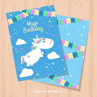 Carta di compleanno blu con unicorno bianco