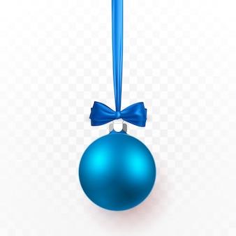 青い弓と青いクリスマスボール。透明な背景にクリスマスガラス玉。休日の装飾テンプレート。