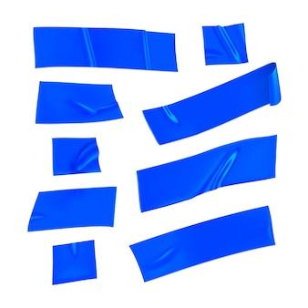 Синяя клейкая лента установлена. реалистичные синие кусочки клейкой ленты для фиксации, изолированные на белом фоне. бумага клееная. реалистичная 3d иллюстрация