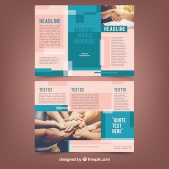 Modello brochure aziendale trifold blu e rosa