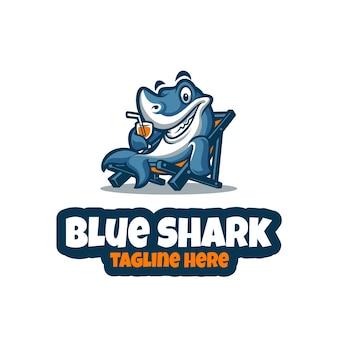 Синяя акула талисман логотип вектор шаблон