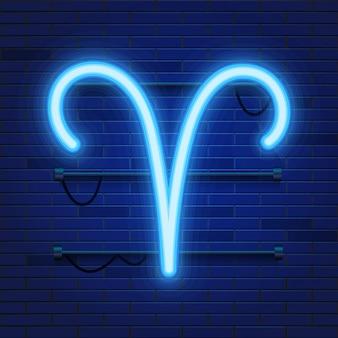 レンガの壁に青く輝く宇宙のネオン干支牡羊座のシンボル。