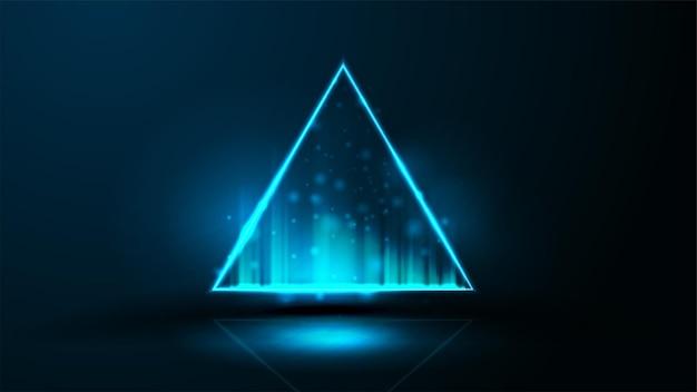 파란색 삼각형 네온 홀로그램. 어두운 방에 복사 공간 테두리. 어두운 배경에 네온 삼각형 프레임