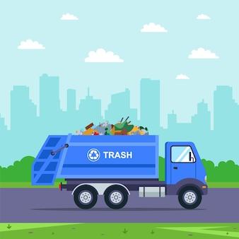 青いトラックが街からゴミを運び出します。フラットカーのイラスト。