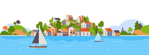 해변 해변, 섬 주택 및 호텔, 바다 요트 해안 여름 휴가 개념 보트