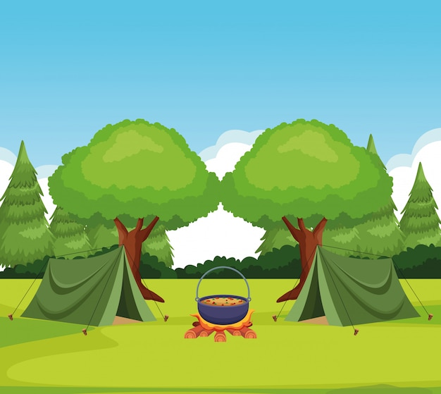 テントで森でキャンプし、食べ物でポットでbonき火