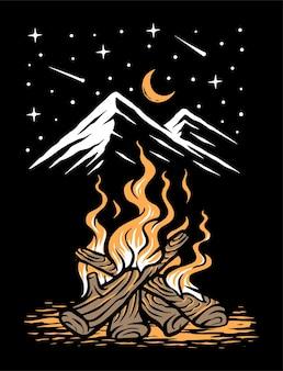 黒で隔離の夜の山の焚き火