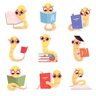 책벌레 문자. 도서관 컬렉션에서 책 학교 작은 아기 동물을 읽는 벌레 아이
