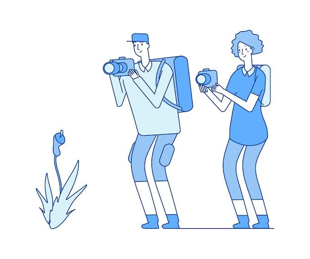 식물학자. 꽃 사진을 찍는 남자 여자. 과학자, 자연 연구원, 생물학자 또는 배낭 여행자 벡터 삽화. 사진 작가 자연, 연구 꽃과 사진