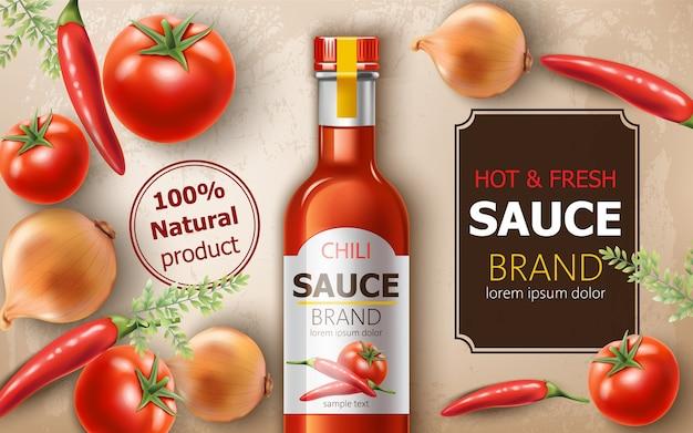 トマト、玉ねぎ、ピーマンに囲まれた新鮮で温かい天然チリソースのボトル。テキストの場所。リアル