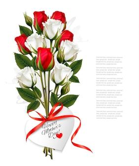 하트 모양의 해피 어머니의 날 메모와 빨간 리본이 달린 장미 꽃다발. 벡터.
