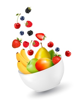 健康的な果物のボウル。ダイエットの概念。