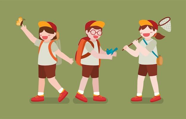 소년과 소녀 갱단이 나비와 새를 그물로 잡아 녹색에서 탐험