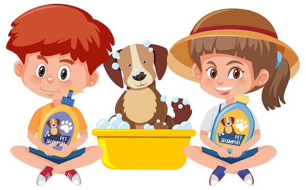 Мальчик и девочка, держащая шампунь для собак с милой собакой на белом фоне