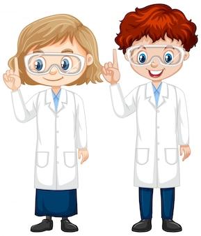 Мальчик и девочка в халате науки на изолированные