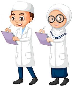 Мальчик и девочка в халате, стоя на белом