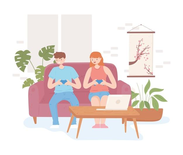 Мальчик и девочка играют в видеоигры