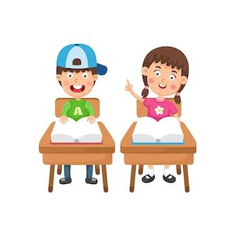 本のイラストを読んで男の子と女の子