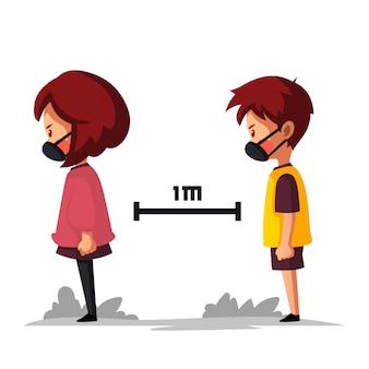 男の子と女の子はマスクを着用し、社会的距離と身体的距離を得る