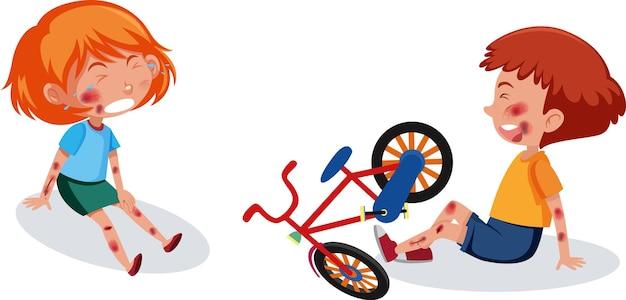자전거를 타고 머리와 팔에 부상당한 소년 중앙 소녀