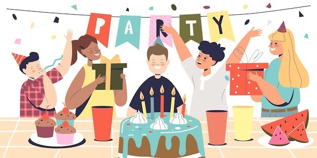 男の子はケーキとお祝いの装飾でキッズパーティーの休日のイベントで友達とお誕生日おめでとう日を祝います。お祝いにろうそくを吹く就学前の子供。漫画フラットベクトルイラスト