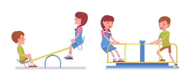 시소, 회전 목마에 7-9세 소년, 소녀 어린이. 아이들은 자유 시간, 공원에서의 재미, 정원 레크리에이션, 가정 놀이터 활동을 즐깁니다. 벡터 평면 스타일 만화 일러스트 절연, 흰색 배경