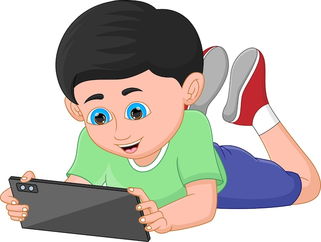 Мальчик держит и играет на планшете мобильного телефона