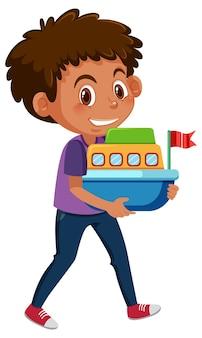 Мальчик держит лодку игрушечный мультипликационный персонаж, изолированные на белом фоне