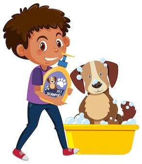 Мальчик держит шампунь для собак с милой собакой на белом фоне