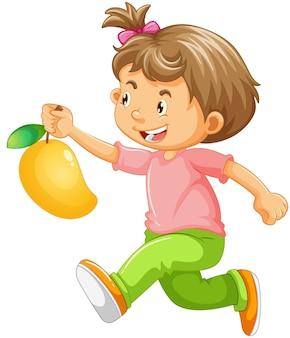Un ragazzo che tiene il personaggio dei cartoni animati di frutta mango isolato su bianco