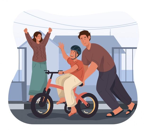 Мальчик учится ездить на велосипеде с отцом