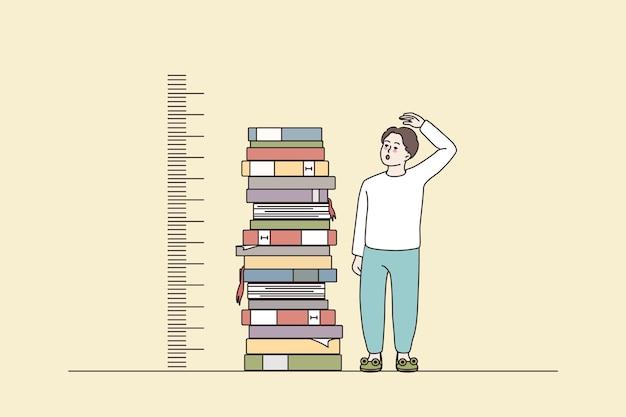 책 더미 근처 성장 스탠드를 측정하는 소년