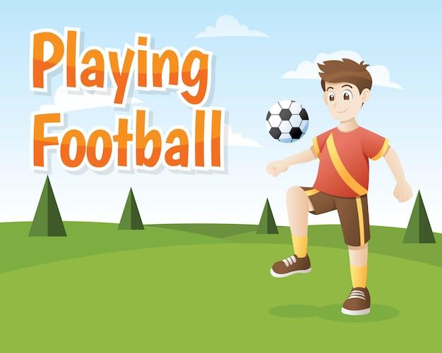 Мальчик играет в футбол на открытом воздухе.