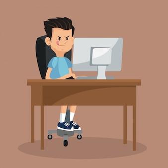 ビデオゲームのコンピュータをオンラインでしている少年