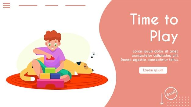 큐브 가지고 노는 소년. 장난감, 작은 작성기 건물 집 또는 성을 가지고 노는 행복 한 아이. 놀 시간.