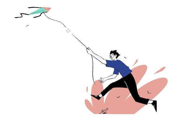 Мальчик бежит после отключенного воздушного змея