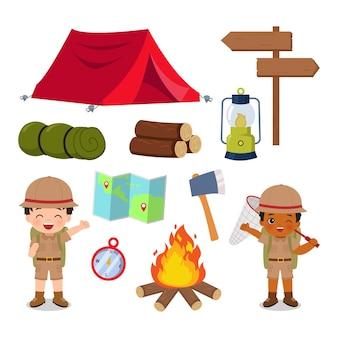 Бойскаут и комплект снаряжения для кемпинга летний лагерь картинки плоский векторный мультфильм дизайн