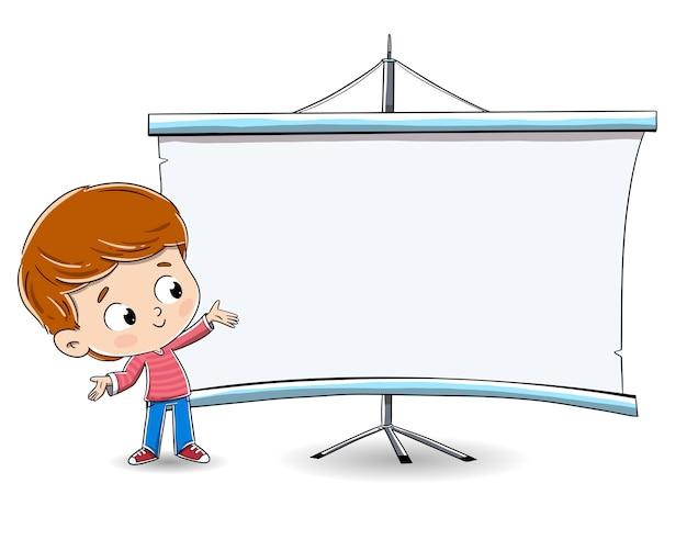 黒板に何かを見せ少年。