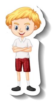 Un ragazzo con l'adesivo del personaggio dei cartoni animati in uniforme da studente