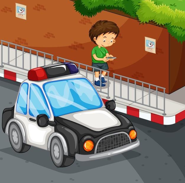 路上で携帯電話で入力する少年