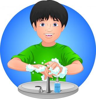 少年は手を洗う