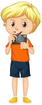 白い背景の上のカメラを持つ少年