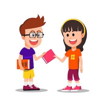 안경 쓴 소년이 친구에게 책을 빌려준다
