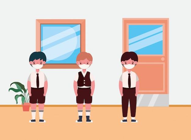 교실에서 마스크와 소년 아이