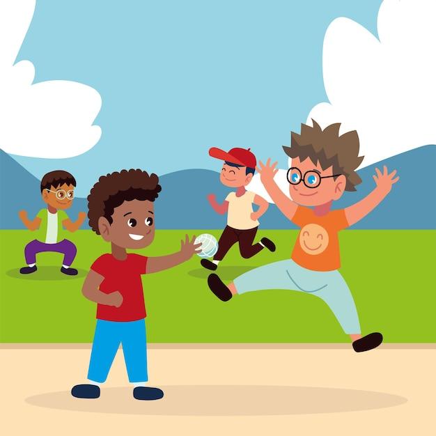 Мальчики играют в парке с мячом