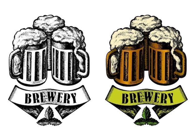 醸造所のエンブレムデザイン。ビールマグ、リボン。スケッチスタイル、白黒、カラーバージョン。