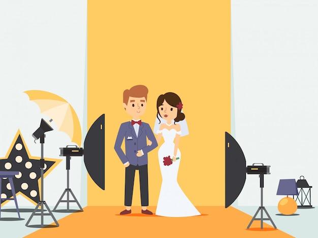写真スタジオ、イラストでの結婚式の写真撮影で新郎新婦。新婚カップルの漫画のキャラクター、プロの写真機材。夫婦