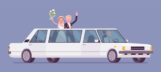 Жених и невеста в лимузине на свадебной церемонии