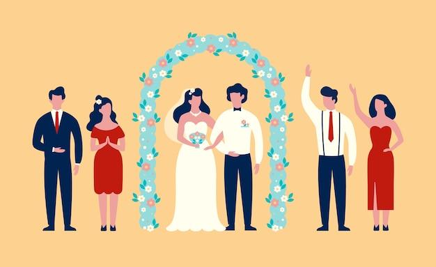 結婚式のアーチの下に立っている新郎新婦